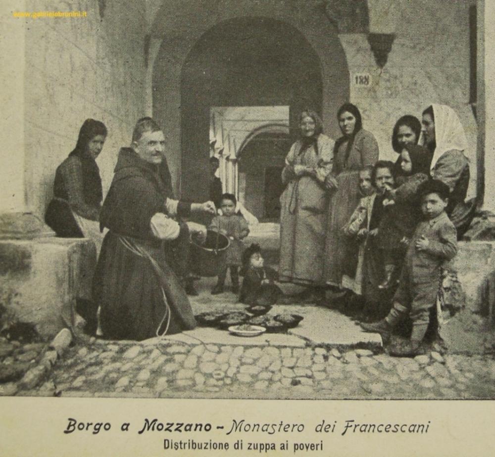 Una bella foto sulla pagina di Facebook: la distribuzione della zuppa al Convento