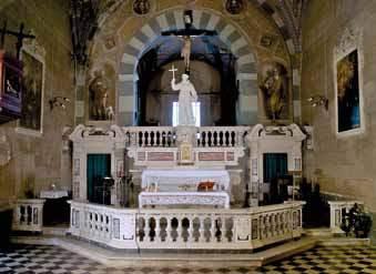L'altare maggiore di marmo