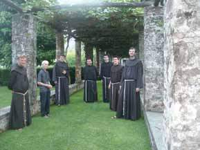 Frati Minori in visita al convento
